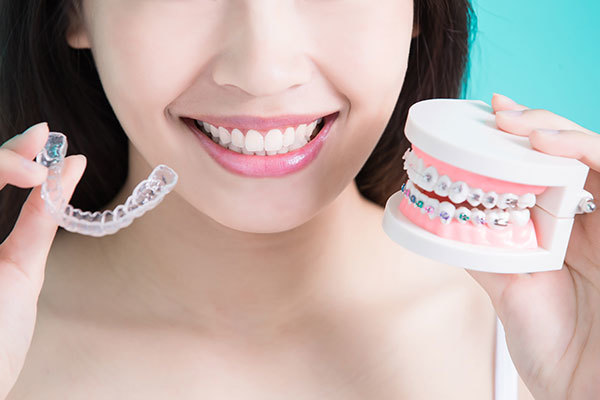 Invisalign vs. traditional metal braces: Have it your way